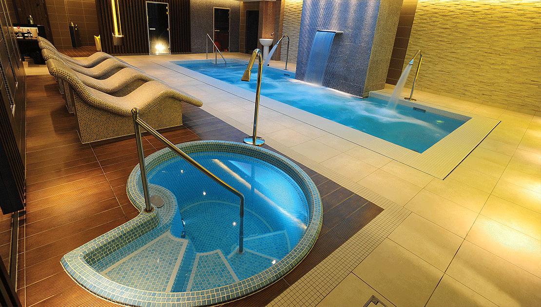 Spa de nage carrelé mosaïque